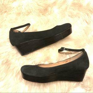 Kate spade velvet wedge shoe w/ankle strap 8 1/2